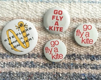 Vintage Go Fly a kite vintage 4 button set