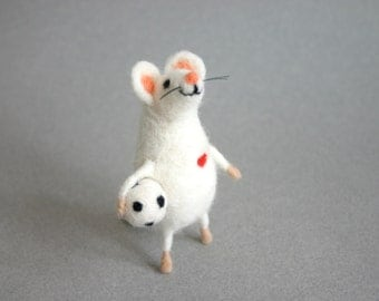 Needle felted mouse, Football player mouse, Felt mice figurine, Felt animal, Mouse with ball, Cute mouse miniature