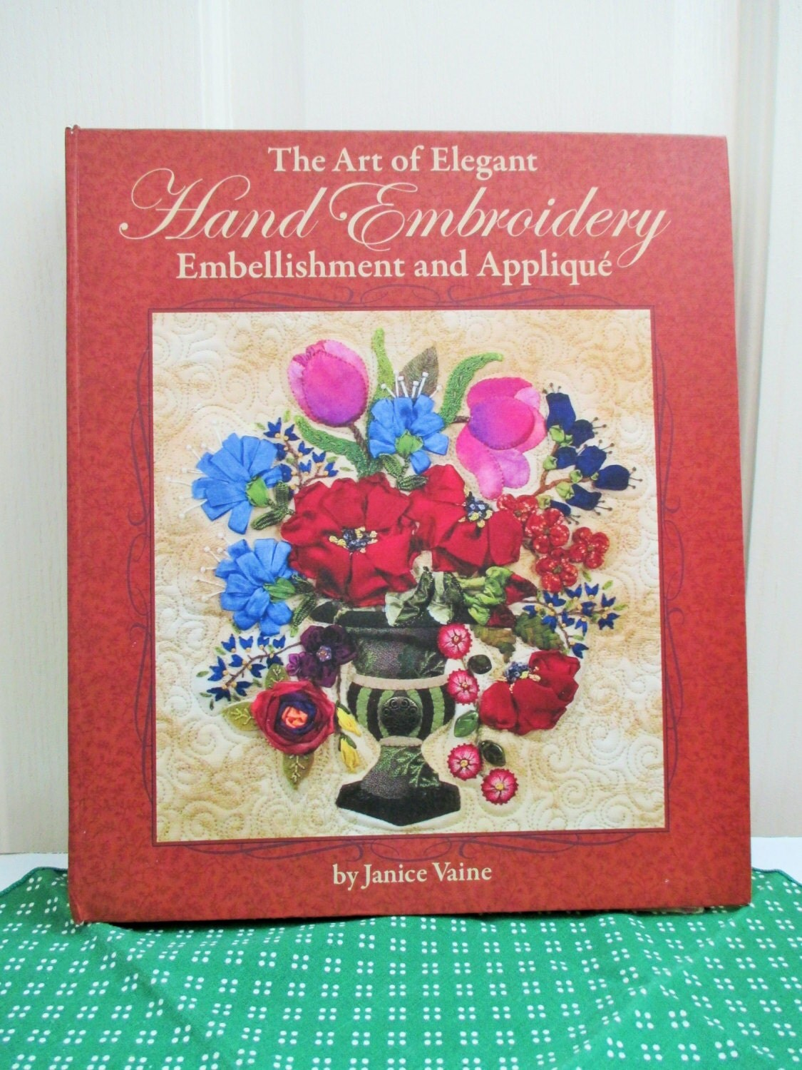 Embroidery book art of elegant hand stitches