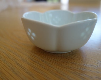Pretty little dishes with rice cut inclusions