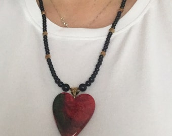 Black/gold beaded necklace with heart pendant