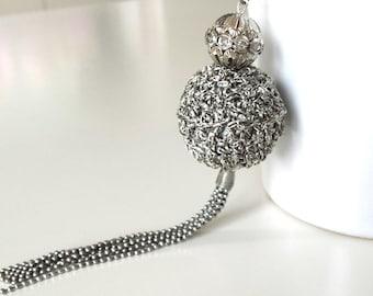 Elegant long tassel necklace with pendant