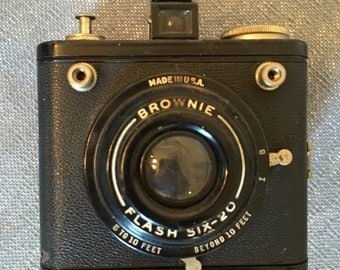Kodak Brownie Flash Six-20 Series Vintage 620 Camera