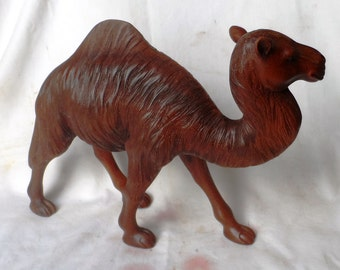 Camel wood carving (cml14)