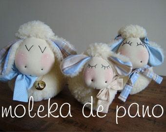 Family of lambs / sheep