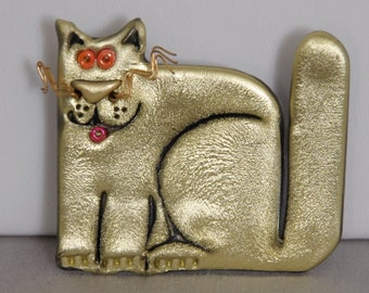 Vintage Cat Brooch Unusual Gold toned plastic with orange eyes and gold whiskers