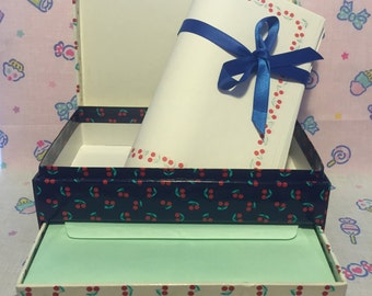 Vintage Busquets Stationery Letter Box with papers and envelopes - Set de hojas y sobres Busquets, diseño cerezas 90s
