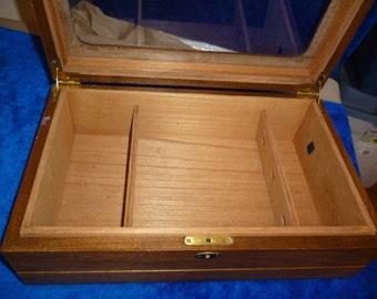 Wood humidor with glass lid b146
