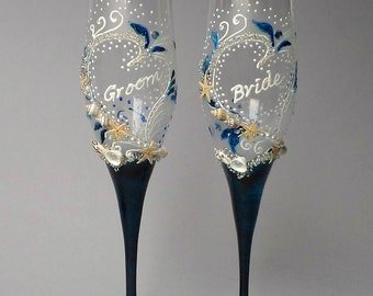 Beach Wedding Glasses, Bride and Groom Wedding Glasses, Champagne Toasting Flutes,  Navy Blue Glasses, Set of 2
