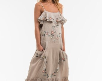 """Dress long """"OPTIONS"""" noble based on a 100% linen, we did run a romantic embroidery for her, gift for women"""