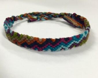 Ascending zig zag pattern friendship bracelet