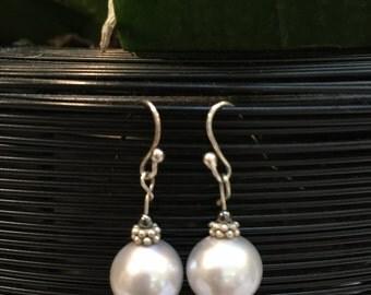 """Pearl 1/2 """" earrings."""