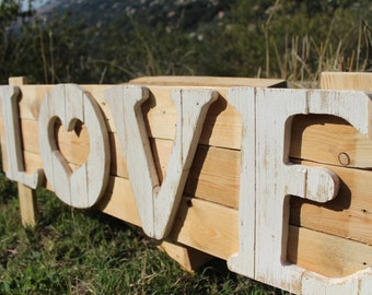 Sign LOVE pallet wood