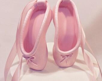 ballet slippers ( fondant )