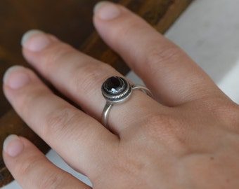 Shiny Black Gemstone Sterling Silver Vintage Solitaire Ring, US Size 8.5, Used