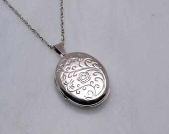 Silver Shakespearean love locket