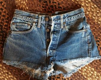 Mid rise vintage cut off shorts
