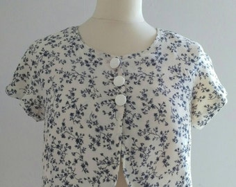 White Bolero has small blue flowers size 38 Vintage