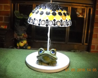Lighted blue eyed frog with umbrella  U2