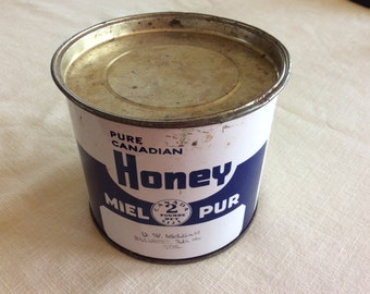 Vintage tin metal 2 lb Canadian honey can container bee apiary product.