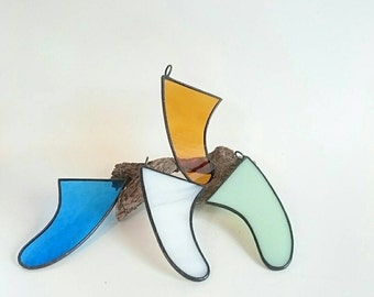 present /birthday gift/birthday gift/Stainedglass mini surfboard fin /suncatcher /H85mmxW60mm (measured along the top)