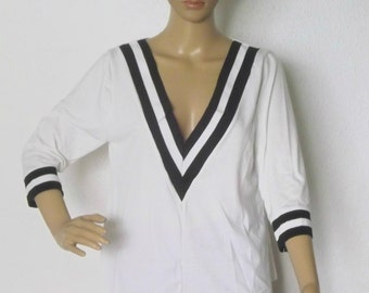 Tshirt white sleeves 3/4 with two-tone V neck