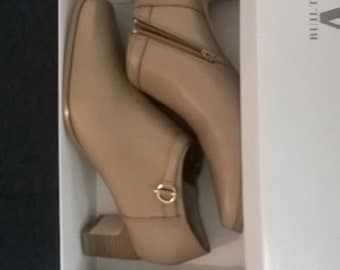 """AJ Valenci Built For Comfort Leather Side """"Camel""""  Zip Ankle Boots Heels Size 11W"""