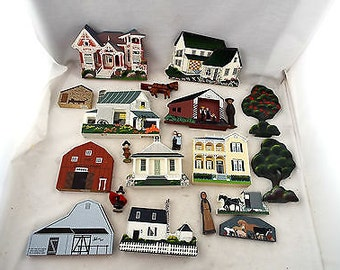 Amish Wooden Painted Shelf Sitters - Sheila's Collectables