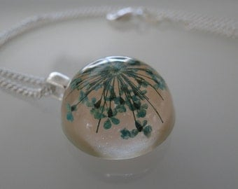 Handmade necklace from resin with dried flowers
