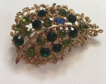 1950s vintage leaf pin / brooch gold and green rhinestone