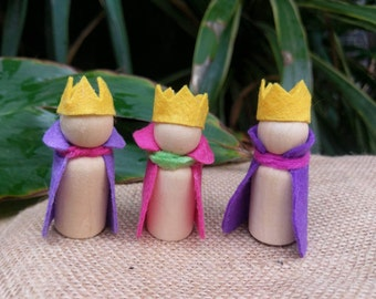 Wooden and felt Queen or princess peg doll. Waldorf natural inspired wooden peg dolls / peg people