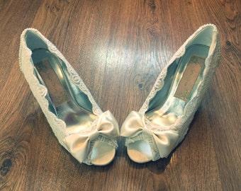 Vintage Lace Peep Toes