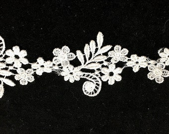 """Choice of Size Trim Remnant, White Flower Doily Motif, 2"""" wide, 1 Quantity of Each Size, 1661a,b,c-R001"""