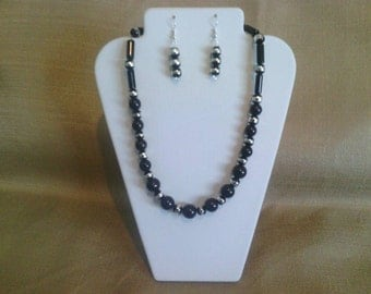 226 Black Round Glass Beaded Choker with Silver Accents