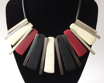 Fashionable, modern reversible resin and etched metal necklace