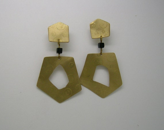 Earrings in natural brass and Pearl Jet