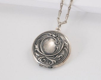 Art Noveau Round Locket