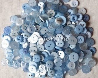 60 buttons in mixture 0.9 / 1.2 cm sewing scrapbooking baby blue