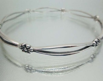 Sterling Silver Narrow Bangle Flower Bracelet