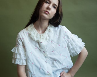 60s floral embroidered white cotton blouse / lace ruffle collar sleeve top / tiered ruffle trapeze top / 1780t / s / B18