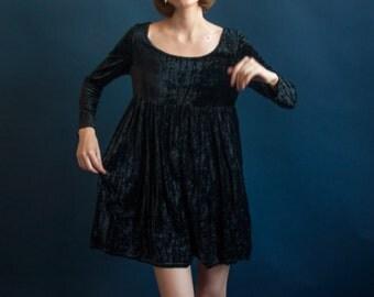black crushed velvet babydoll dress / black mini dress / LBD little black dress / s / 2029d / B3