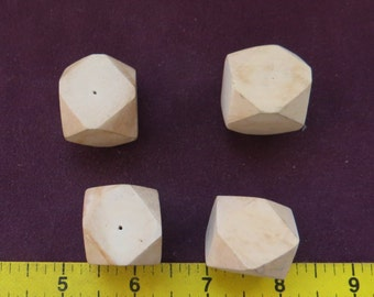 370 - Vintage Geometric Solid Faceted Cube Wood Beads (16)