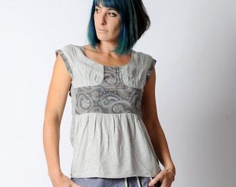 Light grey top, Womens grey top, patterned silk, Short sleeved top, sz UK 10