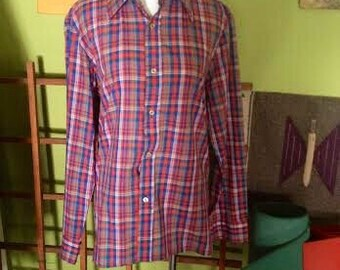 SHOP SALE....Vintage 1970's mens plaid button up. size S/M