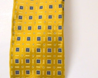 Vintage Men's Gold Silk Necktie 61 inches long 3.5 inches Wide