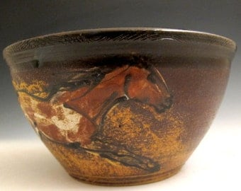 Bowl with paint horses
