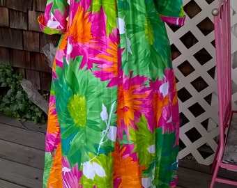 KeHaulani Hawaiian Dress, 1960s Hawaiian Dress, Billowy Muu muu Gown , Bold Florals, Cotton Sateen, Maximum Flower Power Hawaiiana, sz S M L