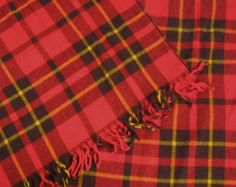 Classic Plaid Throw . tartan blanket . plaid blanket .  vintage tartan plaid . Faribo . Faribo fluff loomed . acrylic tartan blanket