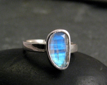 Rainbow Moonstone Ring Sterling Silver - Blue Moonstone Ring - Size 8 ring - Faceted Moonstone Statement Ring - June Birthstone Ring