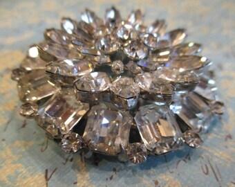 Vintage Weiss Round Starburst clear rhinestone brooch pin